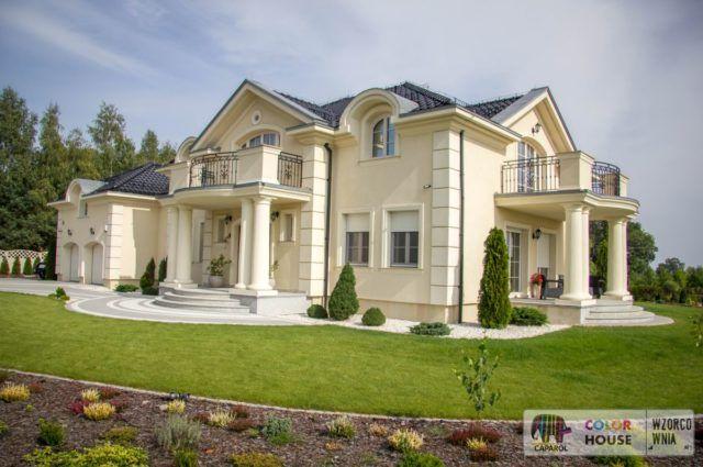 Dom z garażem w stylu klasycznym